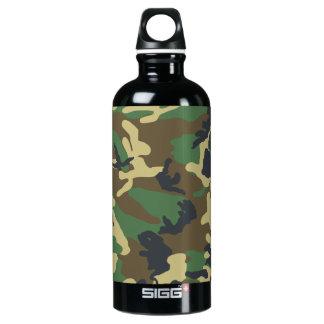 Los militares camuflan la botella
