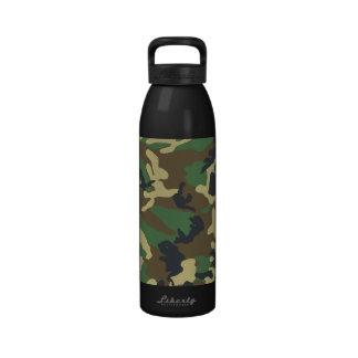 Los militares camuflan la botella botella de beber