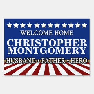 Los militares del marido/del padre dan la letrero