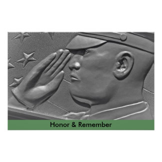 Los militares del verde caqui saludan el poster mi