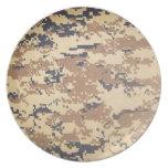 los militares digitales del ejército camuflan los  plato para fiesta