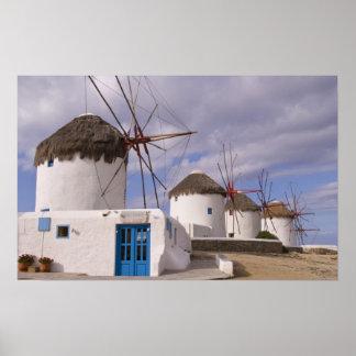Los molinoes de viento de Mykonos en las islas gri Poster