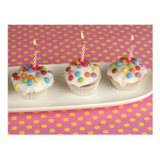 Los molletes del cumpleaños con la formación de hi tarjeta postal