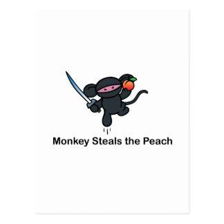 Los monos de Ninja del vuelo roban el melocotón Postales