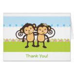 Los monos gemelos le agradecen cardar felicitación