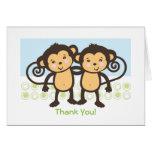 Los monos gemelos le agradecen cardar tarjetas