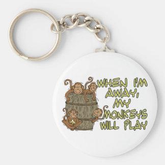 Los monos jugarán llavero redondo tipo pin
