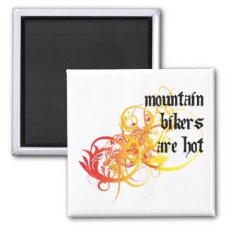 Los motoristas de la montaña son calientes imán cuadrado