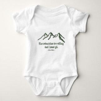 Los mtns inclinados nieve son llamar-Juan Muir Body Para Bebé