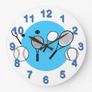 Los muchachos del tiempo del tenis refrescan los relojes