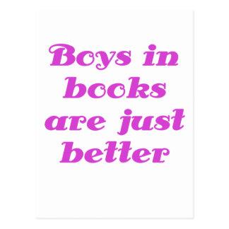 Los muchachos en libros son apenas mejores tarjeta postal