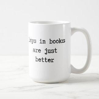 Los muchachos en libros son apenas una mejor taza