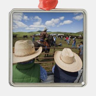 Los muchachos jovenes admiten el rancho 2007 de adorno navideño cuadrado de metal