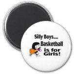 Los muchachos tontos, baloncesto están para los ch iman
