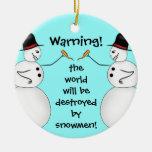 Los muñecos de nieve malvados destruyen el mundo ornamento para reyes magos