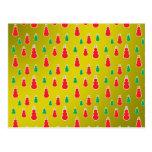 Los muñecos de nieve verdes rojos en el oro se des tarjeta postal
