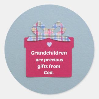 Los nietos son regalos preciosos de dios pegatina redonda