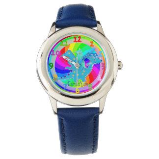 Los niños azules del dragón miran el nombre de relojes de pulsera