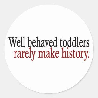 Los niños bien comportados hacen raramente pegatina redonda