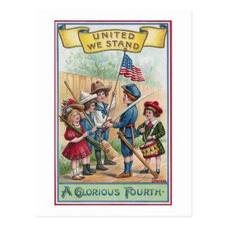 Los niños celebran el cuarto tarjeta postal