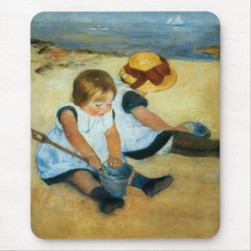 Los niños de Mary Cassatt en la playa (1884) Alfombrillas De Raton