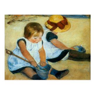 Los niños de Mary Cassatt en la playa (1884) Postal