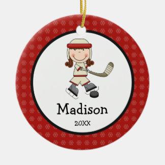 Los niños del chica del hockey personalizaron adorno navideño redondo de cerámica