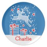 Los niños del navidad nombraron la placa del rojo  platos de comidas