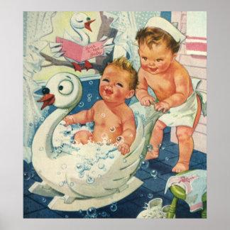 Los niños del vintage que juegan w burbujean en póster