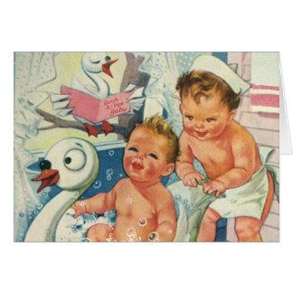 Los niños del vintage que juegan w burbujean en tarjeta de felicitación