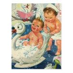 Los niños del vintage que juegan w burbujean en postal