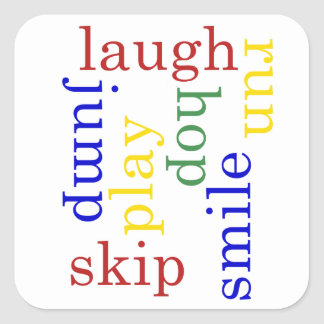 Los niños juegan ríen funcionan con saltan al p