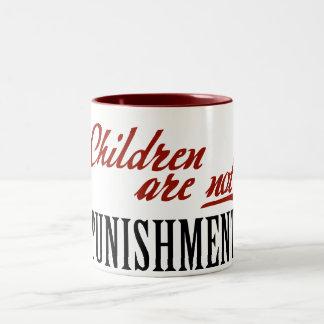 Los niños no son castigo taza