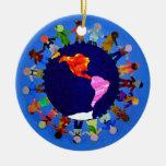 Los niños pacíficos en todo el mundo adornan ornamento de reyes magos