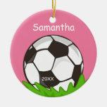 Los niños personalizaron rosa del balón de fútbol ornamento de reyes magos