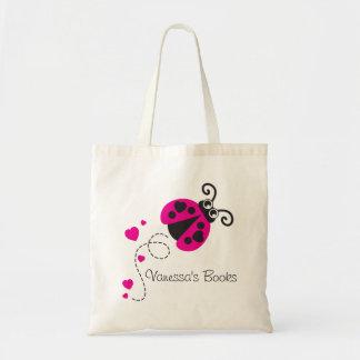 Los niños pican el bolso de la biblioteca de los