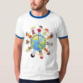 Los niños recolectan en todo el mundo para la paz playeras
