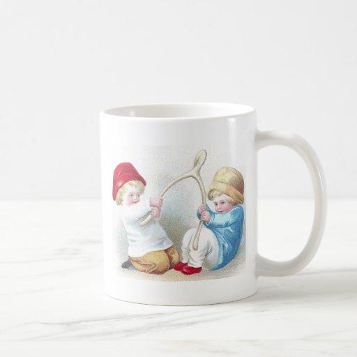 Los niños tiran en acción de gracias gigante del taza clásica