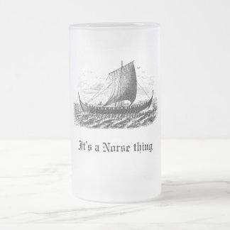 Los nórdises envían, él son una cosa de los jarra de cerveza esmerilada