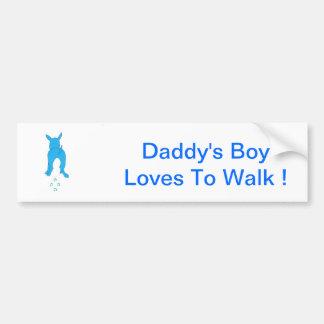 Los oídos de perro azules suben al muchacho del pa pegatina para auto