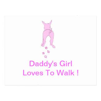 Los oídos de perro rosados suben al chica del papá tarjeta postal
