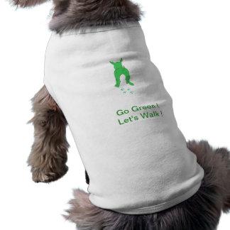 Los oídos de perro verdes encima de la camisa del camisetas de mascota