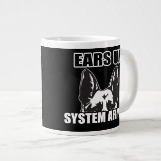 Los oídos suben la taza de café armada sistema