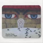 Los ojos de Boudha Stupa Alfombrillas De Ratón
