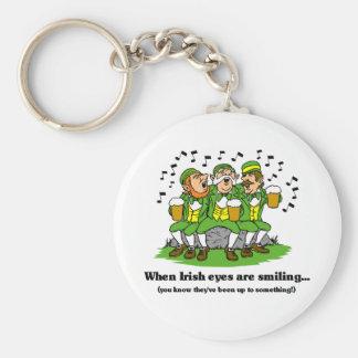 Los ojos irlandeses están sonriendo llaveros personalizados