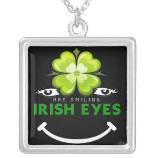 Los ojos irlandeses son collar sonriente