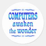 Los ordenadores despiertan pegatina redonda
