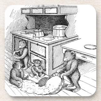 Los osos de peluche hacen un lío en la cocina posavasos de bebida