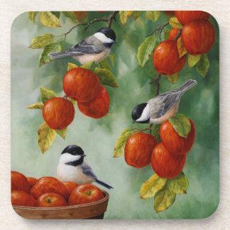 Los pájaros Apple del Chickadee cosechan Posavasos