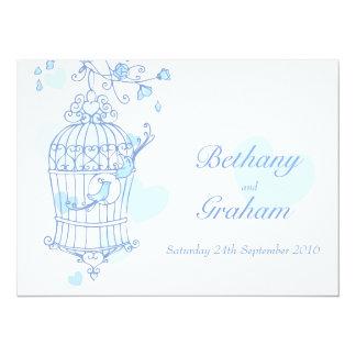 los pájaros azules abren la invitación del boda de